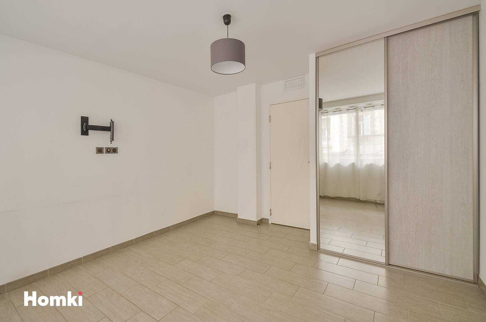 Homki - Vente Appartement  de 149.0 m² à Marseille 13008